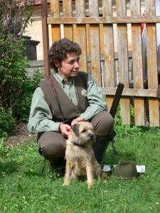 Hera Ostrý lovec se svou majitelkou a vůdkyní. Obě spokojené svým výkonem.
