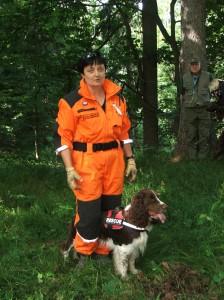 Záchranářský pes Iran se svou psovodkyní.