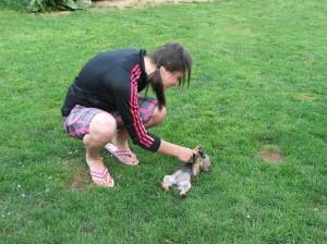 Iriska laškuje s paničkou Iry.