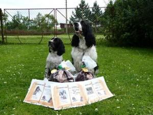 Nejšikovnější štěně Niké a nejrychlejší a nejlepší aportér Hubert.Každý pejsek dostal pamětní list a dárečky.