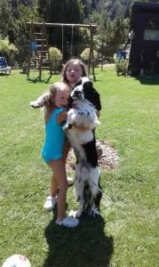 Shaggy (Monty) miluje děti.