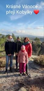 Radka Kobylková s dětmi, majitelka tatínků našich špringřích štěňat od S,P a U.