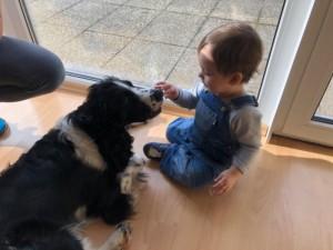 Weston (Barny) a jeho malý kamarád.