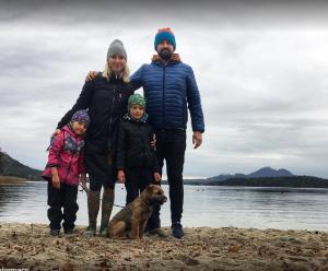Nestor Ostrý lovec (Smyk) a jeho milovaná rodina na výletě u Máchova jezera.