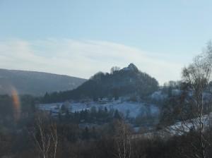 Výhled na zříceninu hradu Tolštejn.