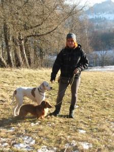 Kámoška Jarča se svými psími parťáky.